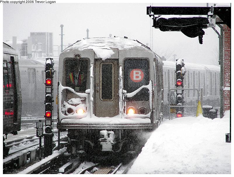 (208k, 801x606)<br><b>Country:</b> United States<br><b>City:</b> New York<br><b>System:</b> New York City Transit<br><b>Location:</b> Coney Island/Stillwell Avenue<br><b>Route:</b> B<br><b>Car:</b> R-40 (St. Louis, 1968)  4184 <br><b>Photo by:</b> Trevor Logan<br><b>Date:</b> 3/18/2006<br><b>Viewed (this week/total):</b> 0 / 4974