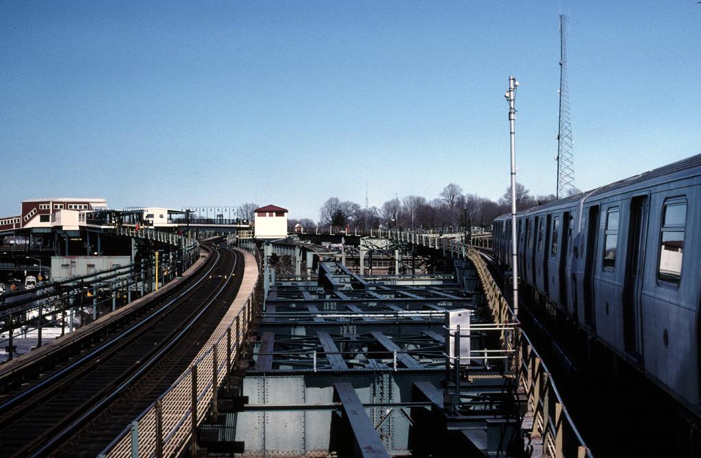 (270k, 1024x669)<br><b>Country:</b> United States<br><b>City:</b> New York<br><b>System:</b> New York City Transit<br><b>Line:</b> BMT Canarsie Line<br><b>Location:</b> Broadway Junction <br><b>Photo by:</b> Chris Leverett<br><b>Date:</b> 2/19/2006<br><b>Viewed (this week/total):</b> 0 / 1880