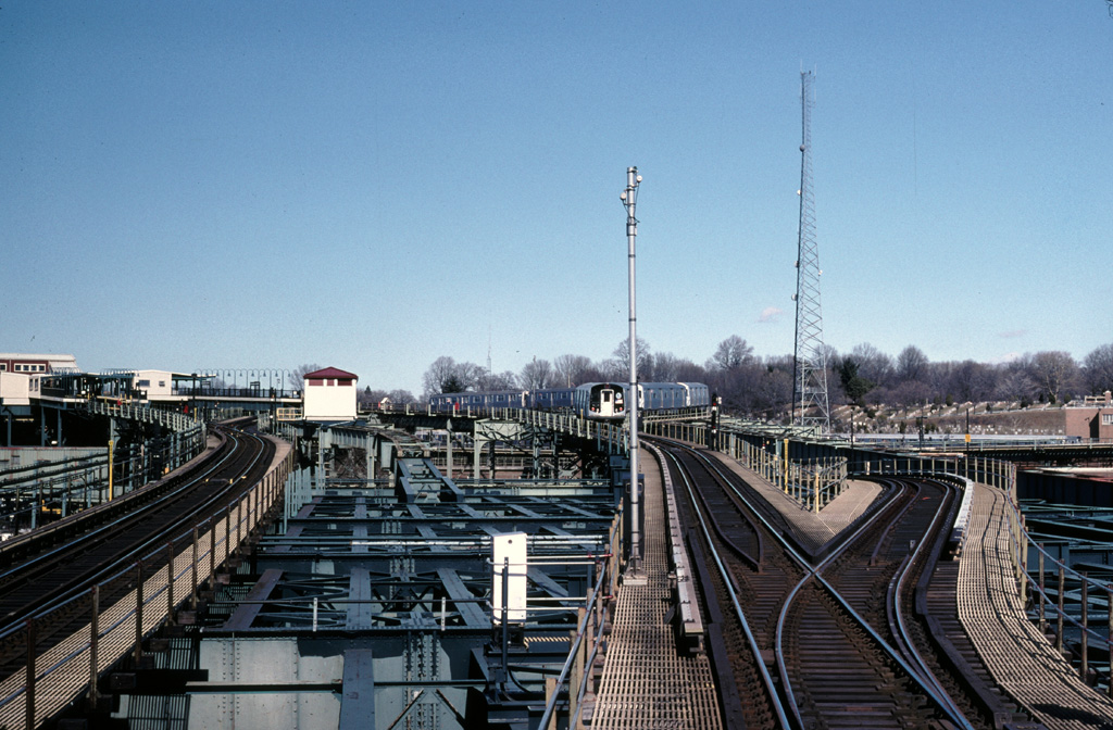 (287k, 1024x672)<br><b>Country:</b> United States<br><b>City:</b> New York<br><b>System:</b> New York City Transit<br><b>Line:</b> BMT Canarsie Line<br><b>Location:</b> Broadway Junction <br><b>Photo by:</b> Chris Leverett<br><b>Date:</b> 2/19/2006<br><b>Viewed (this week/total):</b> 0 / 2160