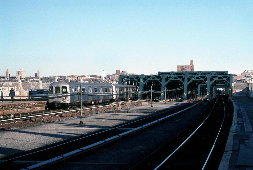 (246k, 1024x688)<br><b>Country:</b> United States<br><b>City:</b> New York<br><b>System:</b> New York City Transit<br><b>Line:</b> IND Crosstown Line<br><b>Location:</b> Smith/9th Street <br><b>Route:</b> G<br><b>Car:</b> R-46 (Pullman-Standard, 1974-75)  <br><b>Photo by:</b> Chris Leverett<br><b>Date:</b> 2/19/2006<br><b>Viewed (this week/total):</b> 0 / 2883