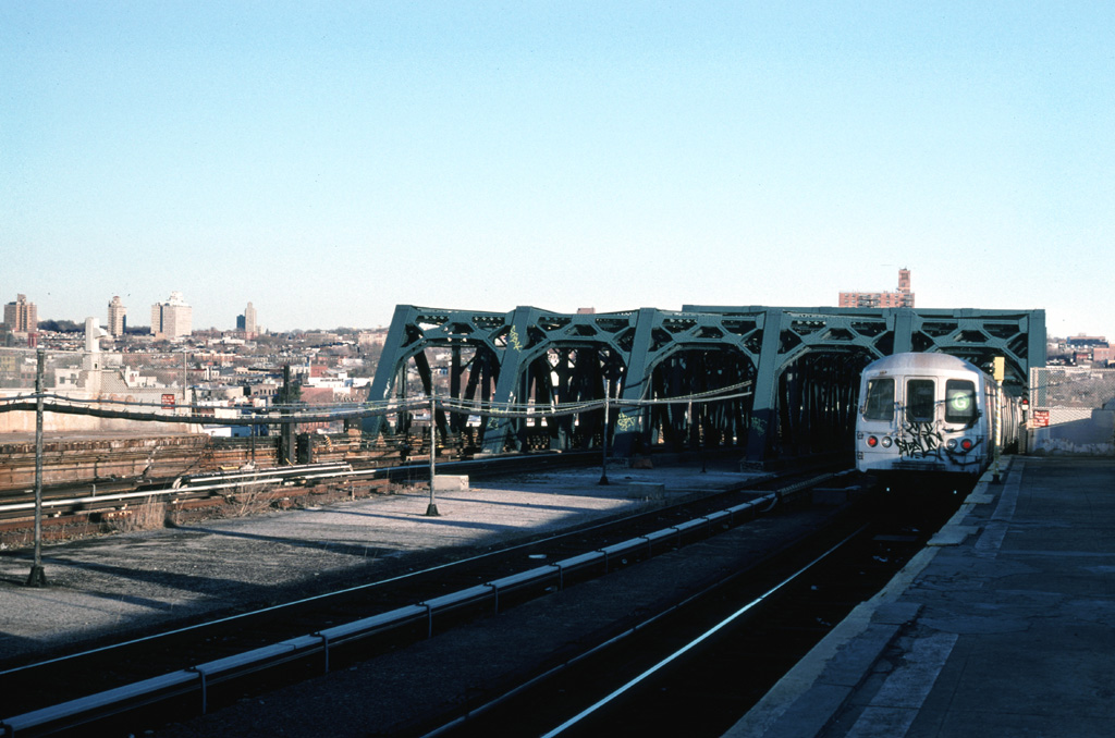 (235k, 1024x678)<br><b>Country:</b> United States<br><b>City:</b> New York<br><b>System:</b> New York City Transit<br><b>Line:</b> IND Crosstown Line<br><b>Location:</b> Smith/9th Street <br><b>Route:</b> G<br><b>Car:</b> R-46 (Pullman-Standard, 1974-75)  <br><b>Photo by:</b> Chris Leverett<br><b>Date:</b> 2/19/2006<br><b>Viewed (this week/total):</b> 1 / 2527