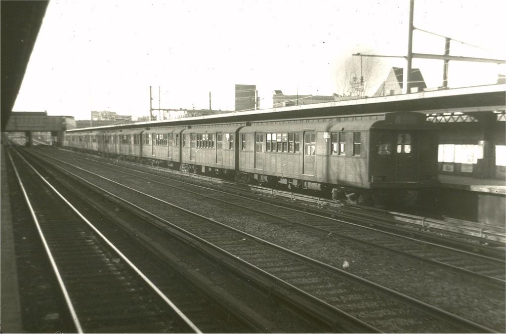 (146k, 1024x676)<br><b>Country:</b> United States<br><b>City:</b> New York<br><b>System:</b> New York City Transit<br><b>Line:</b> BMT Sea Beach Line<br><b>Location:</b> Fort Hamilton Parkway <br><b>Route:</b> F<br><b>Car:</b> BMT D-Type Triplex 6086 <br><b>Collection of:</b> Joe Testagrose<br><b>Date:</b> 3/24/1962<br><b>Viewed (this week/total):</b> 0 / 2564
