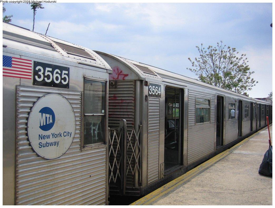 (180k, 1044x788)<br><b>Country:</b> United States<br><b>City:</b> New York<br><b>System:</b> New York City Transit<br><b>Line:</b> BMT Brighton Line<br><b>Location:</b> Kings Highway <br><b>Route:</b> N<br><b>Car:</b> R-32 (Budd, 1964)  3564 <br><b>Photo by:</b> Michael Hodurski<br><b>Date:</b> 5/6/2006<br><b>Viewed (this week/total):</b> 0 / 2852