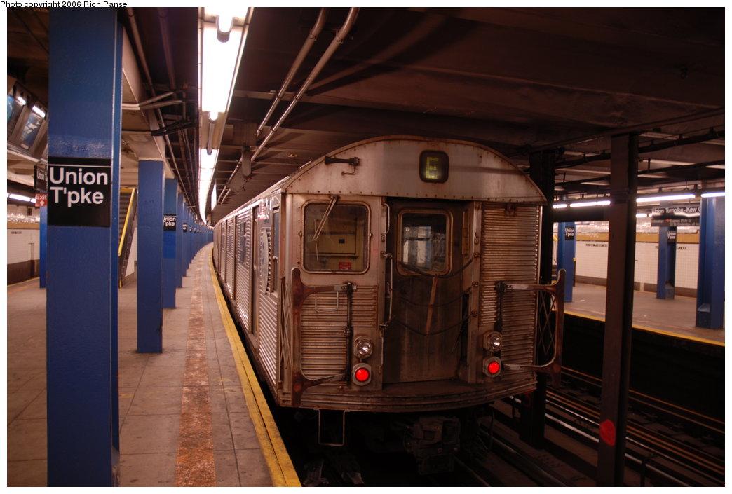 (170k, 1044x705)<br><b>Country:</b> United States<br><b>City:</b> New York<br><b>System:</b> New York City Transit<br><b>Line:</b> IND Queens Boulevard Line<br><b>Location:</b> Union Turnpike/Kew Gardens <br><b>Route:</b> E<br><b>Car:</b> R-32 (Budd, 1964)   <br><b>Photo by:</b> Richard Panse<br><b>Date:</b> 5/21/2006<br><b>Viewed (this week/total):</b> 1 / 3817