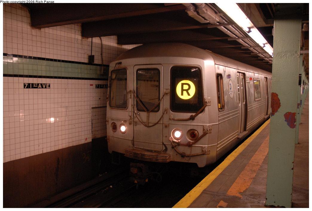 (157k, 1044x705)<br><b>Country:</b> United States<br><b>City:</b> New York<br><b>System:</b> New York City Transit<br><b>Line:</b> IND Queens Boulevard Line<br><b>Location:</b> 71st/Continental Aves./Forest Hills <br><b>Route:</b> R<br><b>Car:</b> R-46 (Pullman-Standard, 1974-75) 5536 <br><b>Photo by:</b> Richard Panse<br><b>Date:</b> 5/25/2006<br><b>Viewed (this week/total):</b> 0 / 2848