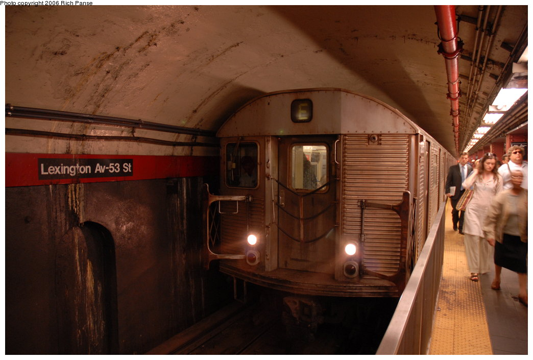 (164k, 1044x705)<br><b>Country:</b> United States<br><b>City:</b> New York<br><b>System:</b> New York City Transit<br><b>Line:</b> IND Queens Boulevard Line<br><b>Location:</b> Lexington Avenue-53rd Street <br><b>Route:</b> E<br><b>Car:</b> R-32 (Budd, 1964)   <br><b>Photo by:</b> Richard Panse<br><b>Date:</b> 5/25/2006<br><b>Viewed (this week/total):</b> 2 / 3782