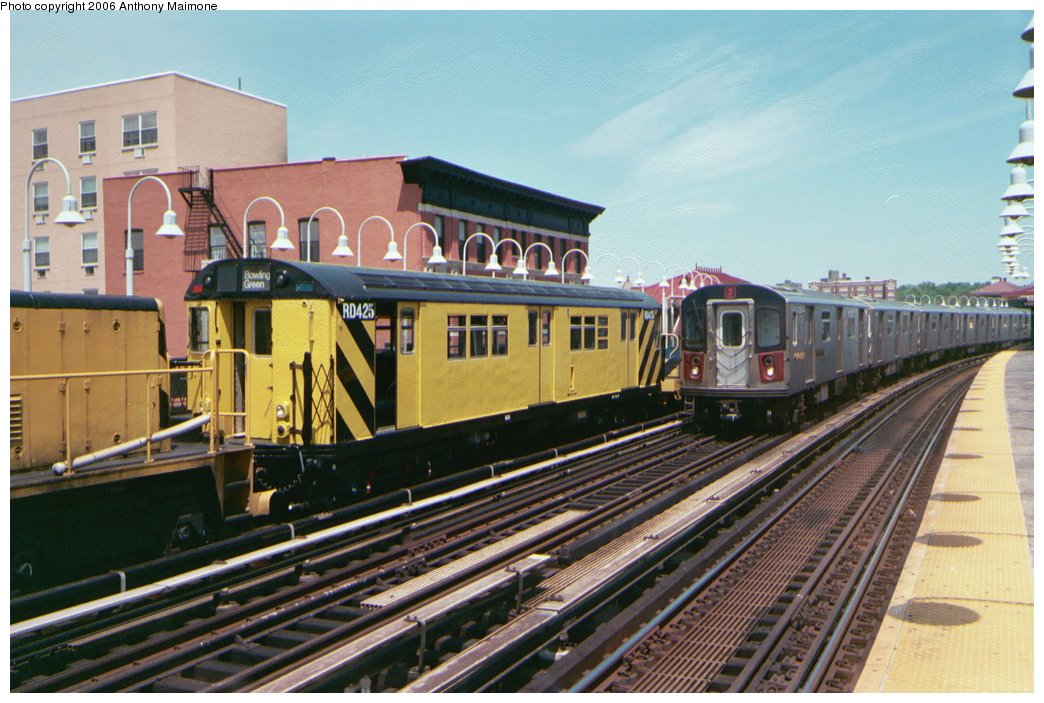 (187k, 1044x703)<br><b>Country:</b> United States<br><b>City:</b> New York<br><b>System:</b> New York City Transit<br><b>Line:</b> IRT White Plains Road Line<br><b>Location:</b> Freeman Street <br><b>Route:</b> Work Service<br><b>Car:</b> R-161 Rider Car (ex-R-33)  RD425 (ex-8820)<br><b>Photo by:</b> Anthony Maimone<br><b>Date:</b> 5/18/2006<br><b>Viewed (this week/total):</b> 1 / 3235