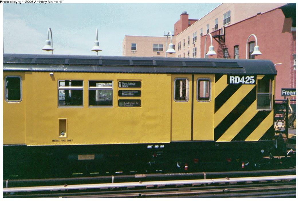 (150k, 1044x703)<br><b>Country:</b> United States<br><b>City:</b> New York<br><b>System:</b> New York City Transit<br><b>Line:</b> IRT White Plains Road Line<br><b>Location:</b> Freeman Street <br><b>Route:</b> Work Service<br><b>Car:</b> R-161 Rider Car (ex-R-33)  RD425 (ex-8820)<br><b>Photo by:</b> Anthony Maimone<br><b>Date:</b> 5/18/2006<br><b>Viewed (this week/total):</b> 2 / 2764