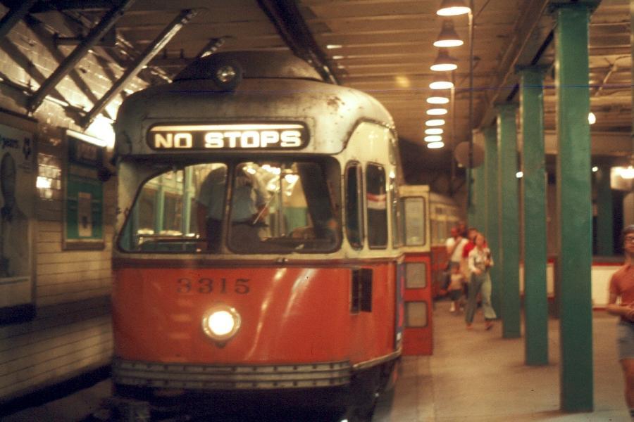 (66k, 900x600)<br><b>Country:</b> United States<br><b>City:</b> Boston, MA<br><b>System:</b> MBTA<br><b>Line:</b> MBTA Green <br><b>Location:</b> Park Street <br><b>Car:</b> MBTA/BSRy PCC Post-War Picture Window (Pullman-Standard, 1951)  3315 <br><b>Photo by:</b> Harv Kahn<br><b>Date:</b> 7/10/1976<br><b>Viewed (this week/total):</b> 0 / 3029