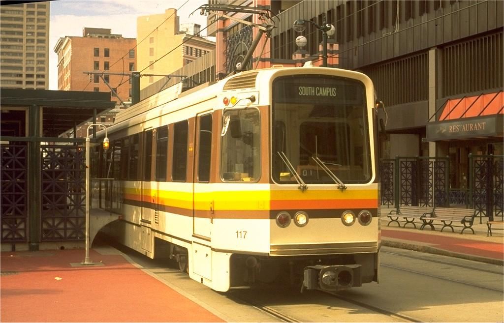 (187k, 1024x657)<br><b>Country:</b> United States<br><b>City:</b> Buffalo, NY<br><b>System:</b> NFTA-Metro<br><b>Car:</b>  117 <br><b>Photo by:</b> Ed Gibbs<br><b>Collection of:</b> Joe Testagrose<br><b>Date:</b> 8/27/1989<br><b>Viewed (this week/total):</b> 1 / 3999