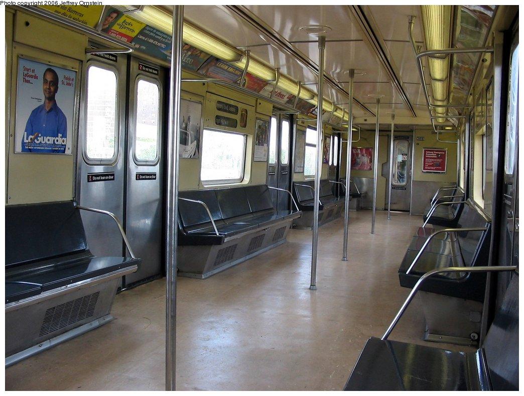(166k, 1044x788)<br><b>Country:</b> United States<br><b>City:</b> New York<br><b>System:</b> New York City Transit<br><b>Car:</b> R-40 (St. Louis, 1968)  4323 <br><b>Photo by:</b> Jeffrey Ornstein<br><b>Date:</b> 5/20/2006<br><b>Viewed (this week/total):</b> 0 / 2635
