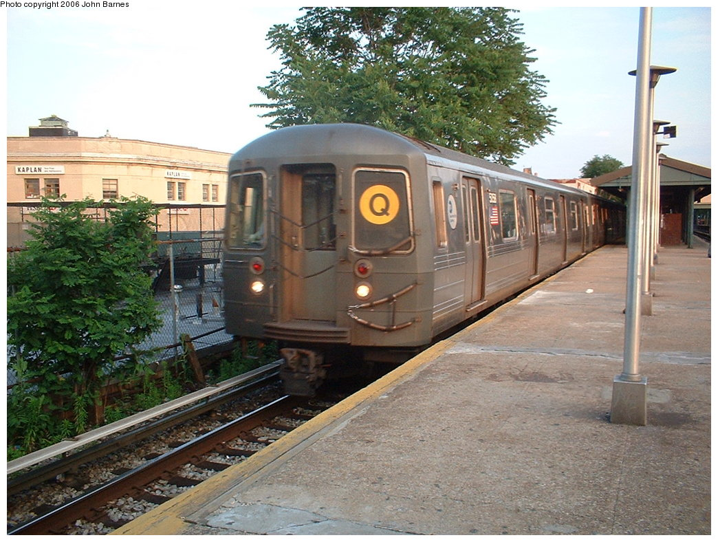 (223k, 1044x788)<br><b>Country:</b> United States<br><b>City:</b> New York<br><b>System:</b> New York City Transit<br><b>Line:</b> BMT Brighton Line<br><b>Location:</b> Kings Highway <br><b>Route:</b> Q<br><b>Car:</b> R-68A (Kawasaki, 1988-1989)  5058 <br><b>Photo by:</b> John Barnes<br><b>Date:</b> 6/6/2006<br><b>Viewed (this week/total):</b> 0 / 2883