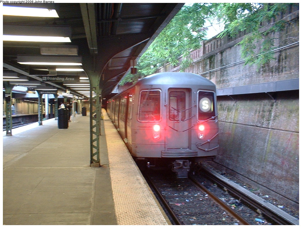 (214k, 1044x788)<br><b>Country:</b> United States<br><b>City:</b> New York<br><b>System:</b> New York City Transit<br><b>Line:</b> BMT Franklin<br><b>Location:</b> Prospect Park <br><b>Route:</b> Franklin Shuttle<br><b>Car:</b> R-68 (Westinghouse-Amrail, 1986-1988)  2917 <br><b>Photo by:</b> John Barnes<br><b>Date:</b> 6/6/2006<br><b>Viewed (this week/total):</b> 1 / 4192