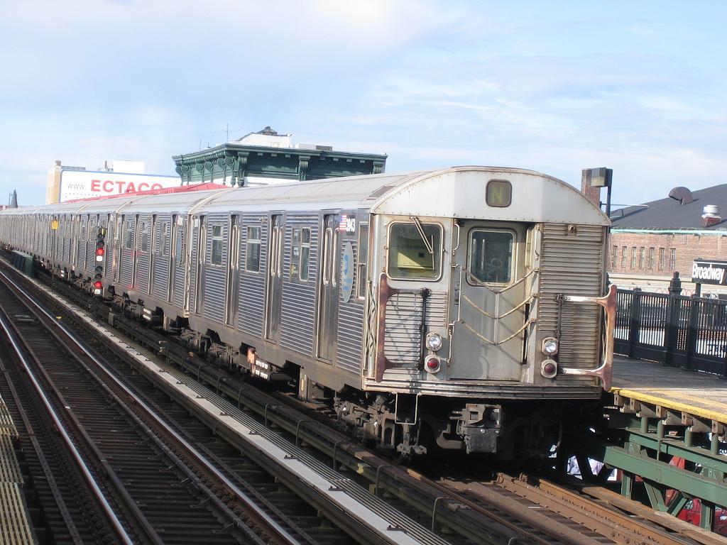 (141k, 1024x768)<br><b>Country:</b> United States<br><b>City:</b> New York<br><b>System:</b> New York City Transit<br><b>Line:</b> BMT Astoria Line<br><b>Location:</b> Broadway <br><b>Route:</b> N<br><b>Car:</b> R-32 (Budd, 1964)  3943 <br><b>Photo by:</b> Michael Hodurski<br><b>Date:</b> 5/20/2006<br><b>Viewed (this week/total):</b> 0 / 3446