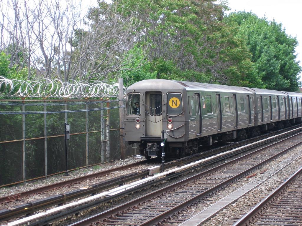 (209k, 1024x768)<br><b>Country:</b> United States<br><b>City:</b> New York<br><b>System:</b> New York City Transit<br><b>Line:</b> BMT Brighton Line<br><b>Location:</b> Kings Highway <br><b>Route:</b> N<br><b>Car:</b> R-68A (Kawasaki, 1988-1989)  5096 <br><b>Photo by:</b> Michael Hodurski<br><b>Date:</b> 5/20/2006<br><b>Viewed (this week/total):</b> 0 / 2539