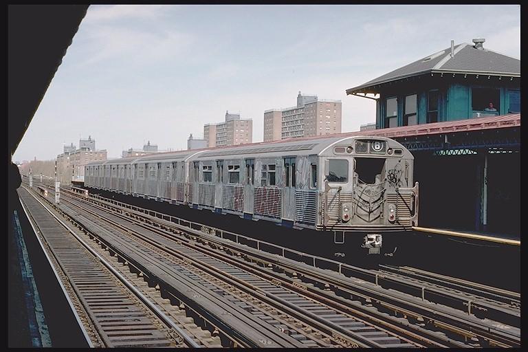 (128k, 768x512)<br><b>Country:</b> United States<br><b>City:</b> New York<br><b>System:</b> New York City Transit<br><b>Line:</b> BMT West End Line<br><b>Location:</b> Bay 50th Street <br><b>Route:</b> B<br><b>Car:</b> R-38 (St. Louis, 1966-1967)  3970 <br><b>Photo by:</b> Joe Testagrose<br><b>Date:</b> 4/16/1977<br><b>Viewed (this week/total):</b> 0 / 4865