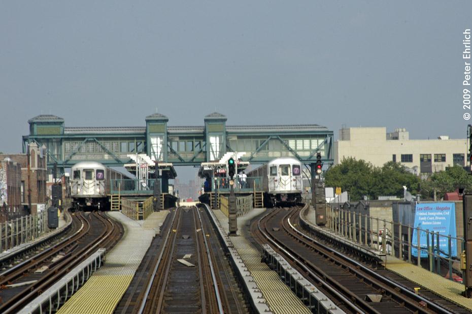 (195k, 930x618)<br><b>Country:</b> United States<br><b>City:</b> New York<br><b>System:</b> New York City Transit<br><b>Line:</b> IRT Flushing Line<br><b>Location:</b> Junction Boulevard <br><b>Route:</b> 7<br><b>Car:</b> R-62A (Bombardier, 1984-1987)  1706 <br><b>Photo by:</b> Peter Ehrlich<br><b>Date:</b> 7/22/2009<br><b>Notes:</b> Inbound.<br><b>Viewed (this week/total):</b> 0 / 1812