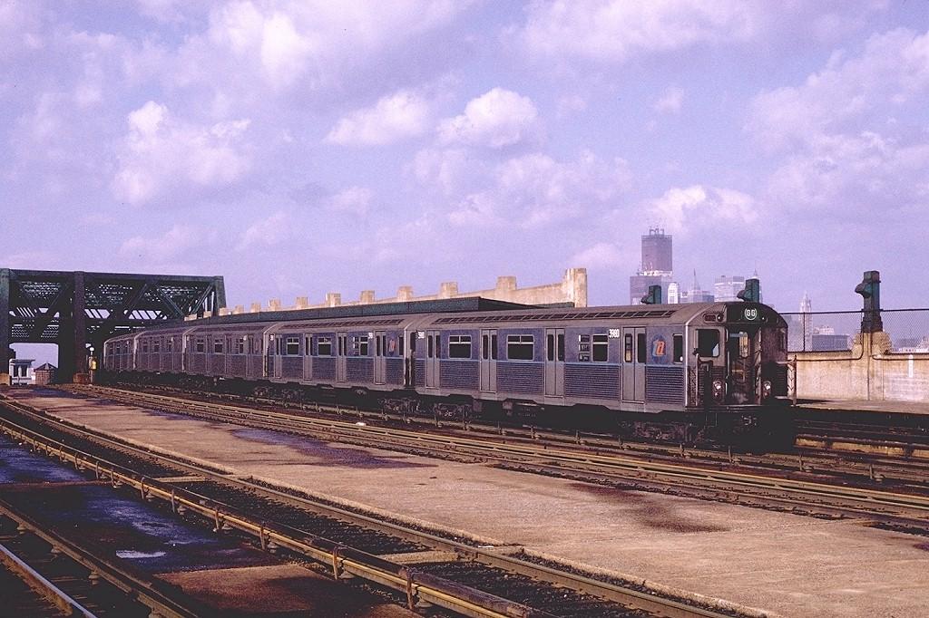 (237k, 1024x682)<br><b>Country:</b> United States<br><b>City:</b> New York<br><b>System:</b> New York City Transit<br><b>Line:</b> IND Crosstown Line<br><b>Location:</b> Smith/9th Street <br><b>Route:</b> GG<br><b>Car:</b> R-38 (St. Louis, 1966-1967)  3980 <br><b>Photo by:</b> Joe Testagrose<br><b>Date:</b> 1/23/1971<br><b>Viewed (this week/total):</b> 0 / 4202