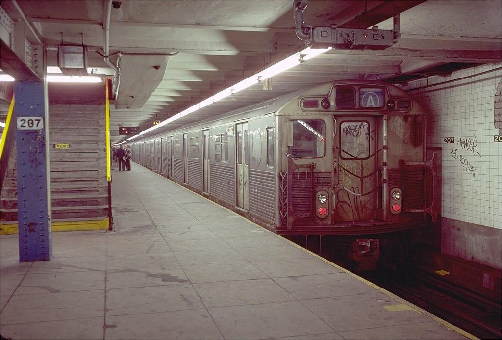 (208k, 1024x693)<br><b>Country:</b> United States<br><b>City:</b> New York<br><b>System:</b> New York City Transit<br><b>Line:</b> IND 8th Avenue Line<br><b>Location:</b> 207th Street <br><b>Route:</b> A<br><b>Car:</b> R-38 (St. Louis, 1966-1967)  3992 <br><b>Photo by:</b> Doug Grotjahn<br><b>Collection of:</b> Joe Testagrose<br><b>Date:</b> 11/28/1980<br><b>Viewed (this week/total):</b> 0 / 6133