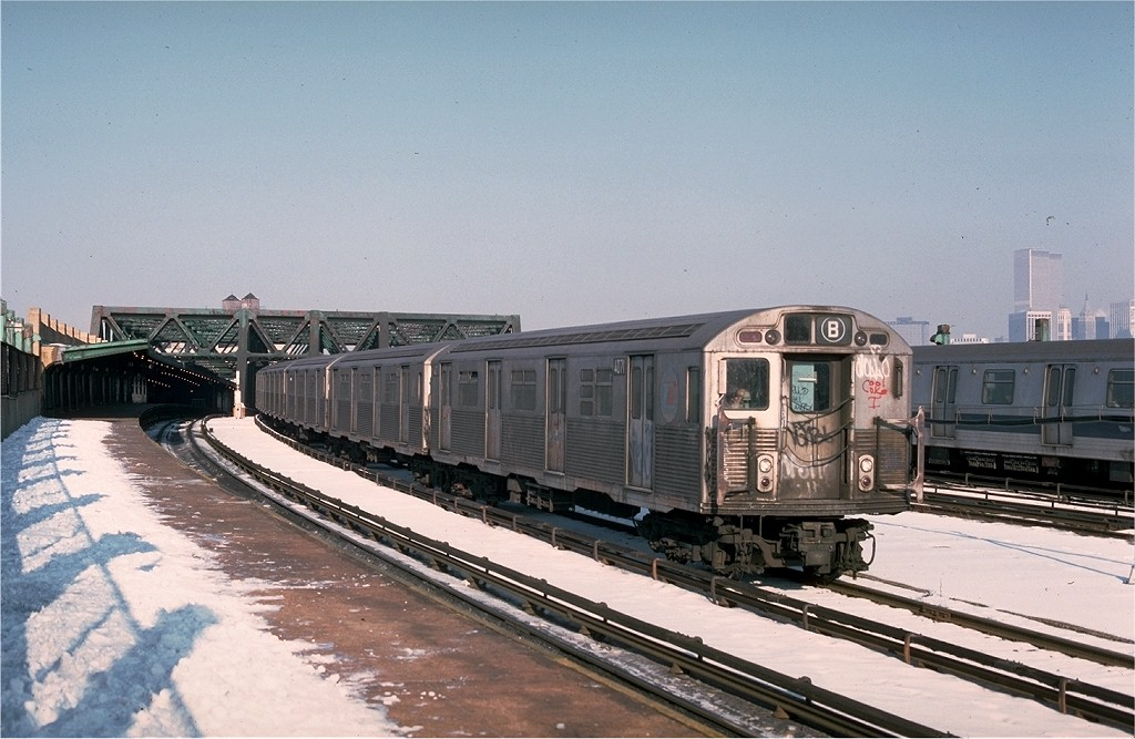 (184k, 1024x667)<br><b>Country:</b> United States<br><b>City:</b> New York<br><b>System:</b> New York City Transit<br><b>Line:</b> IND Crosstown Line<br><b>Location:</b> Smith/9th Street <br><b>Car:</b> R-38 (St. Louis, 1966-1967)  4071 <br><b>Photo by:</b> Doug Grotjahn<br><b>Collection of:</b> Joe Testagrose<br><b>Date:</b> 1/16/1977<br><b>Viewed (this week/total):</b> 0 / 5077