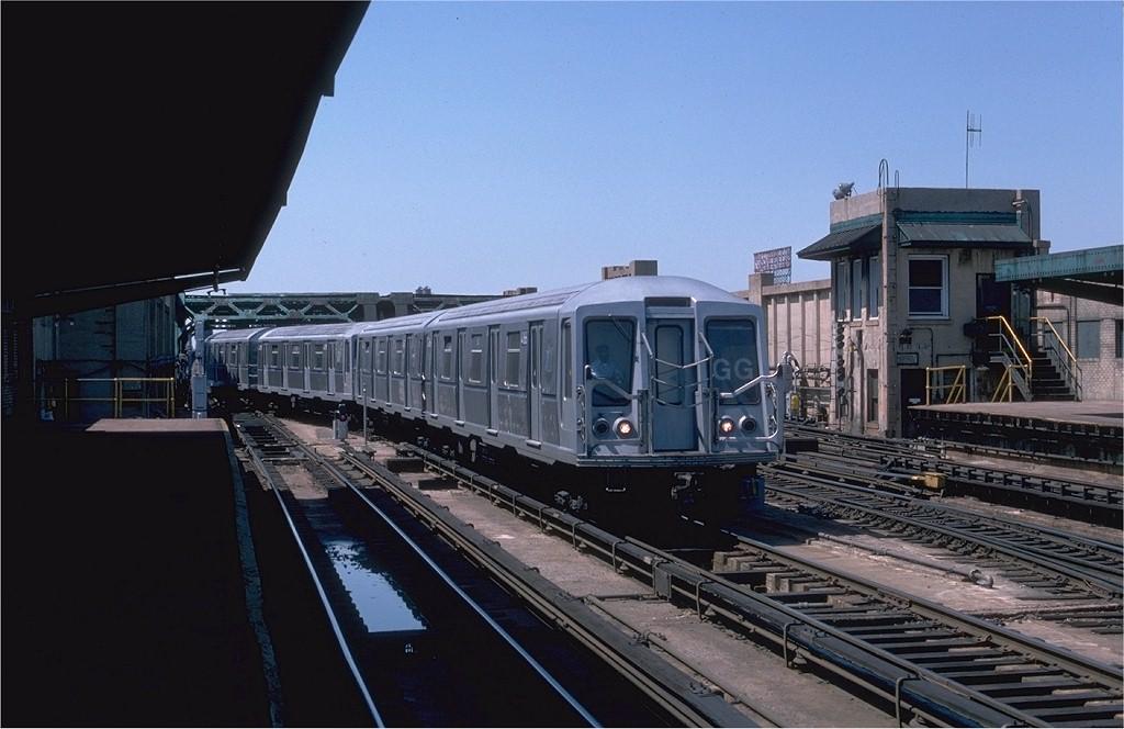 (166k, 1024x664)<br><b>Country:</b> United States<br><b>City:</b> New York<br><b>System:</b> New York City Transit<br><b>Line:</b> IND Crosstown Line<br><b>Location:</b> 4th Avenue <br><b>Route:</b> GG<br><b>Car:</b> R-40 (St. Louis, 1968)  4166 <br><b>Photo by:</b> Ed McKernan<br><b>Collection of:</b> Joe Testagrose<br><b>Date:</b> 5/1/1977<br><b>Viewed (this week/total):</b> 4 / 5486