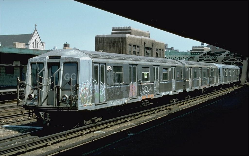 (173k, 1024x640)<br><b>Country:</b> United States<br><b>City:</b> New York<br><b>System:</b> New York City Transit<br><b>Line:</b> IND Crosstown Line<br><b>Location:</b> 4th Avenue <br><b>Route:</b> GG<br><b>Car:</b> R-40 (St. Louis, 1968)  4198 <br><b>Photo by:</b> Doug Grotjahn<br><b>Collection of:</b> Joe Testagrose<br><b>Date:</b> 5/1/1977<br><b>Viewed (this week/total):</b> 0 / 4715