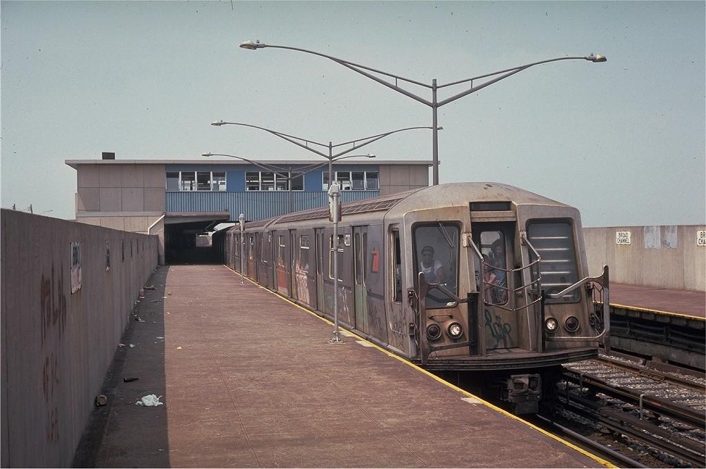 (201k, 1024x680)<br><b>Country:</b> United States<br><b>City:</b> New York<br><b>System:</b> New York City Transit<br><b>Line:</b> IND Rockaway<br><b>Location:</b> Broad Channel <br><b>Car:</b> R-40 (St. Louis, 1968)  4220 <br><b>Collection of:</b> Joe Testagrose<br><b>Date:</b> 7/4/1974<br><b>Viewed (this week/total):</b> 0 / 5048