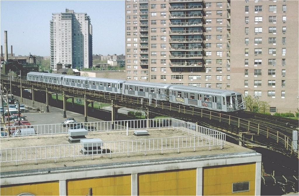(237k, 1024x673)<br><b>Country:</b> United States<br><b>City:</b> New York<br><b>System:</b> New York City Transit<br><b>Line:</b> BMT Culver Line<br><b>Location:</b> West 8th Street <br><b>Route:</b> F<br><b>Car:</b> R-40 (St. Louis, 1968)  4270 (ex-4370)<br><b>Photo by:</b> Ed McKernan<br><b>Collection of:</b> Joe Testagrose<br><b>Date:</b> 5/1/1977<br><b>Viewed (this week/total):</b> 3 / 4772