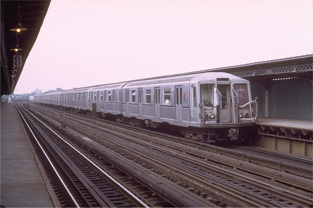(199k, 1024x682)<br><b>Country:</b> United States<br><b>City:</b> New York<br><b>System:</b> New York City Transit<br><b>Line:</b> BMT Culver Line<br><b>Location:</b> Avenue U <br><b>Route:</b> F<br><b>Car:</b> R-40 (St. Louis, 1968)  4297 (ex-4397)<br><b>Photo by:</b> Joe Testagrose<br><b>Date:</b> 6/27/1972<br><b>Viewed (this week/total):</b> 0 / 4167