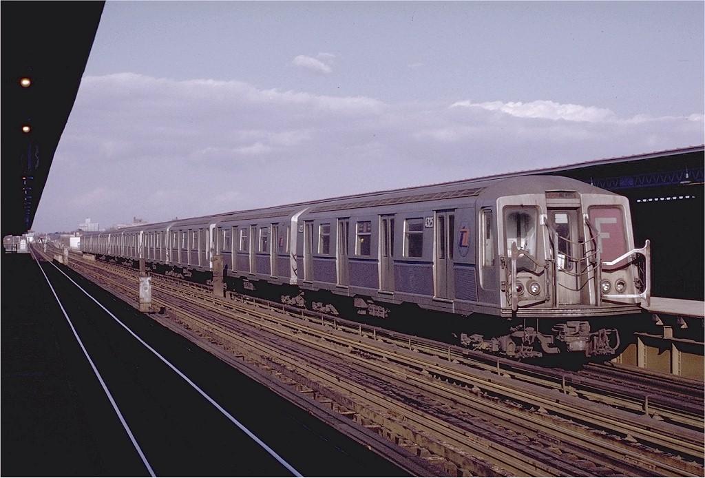 (189k, 1024x694)<br><b>Country:</b> United States<br><b>City:</b> New York<br><b>System:</b> New York City Transit<br><b>Line:</b> BMT Culver Line<br><b>Location:</b> Avenue U <br><b>Route:</b> F<br><b>Car:</b> R-40 (St. Louis, 1968)  4325 (ex-4425)<br><b>Photo by:</b> Joe Testagrose<br><b>Date:</b> 1/23/1971<br><b>Viewed (this week/total):</b> 0 / 3693