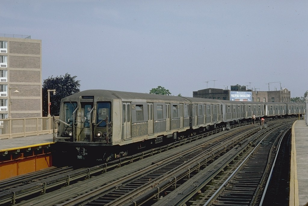 (208k, 1024x685)<br><b>Country:</b> United States<br><b>City:</b> New York<br><b>System:</b> New York City Transit<br><b>Line:</b> BMT West End Line<br><b>Location:</b> 18th Avenue <br><b>Route:</b> B<br><b>Car:</b> R-40 (St. Louis, 1968)  4423 (ex-4523)<br><b>Photo by:</b> Steve Zabel<br><b>Collection of:</b> Joe Testagrose<br><b>Date:</b> 5/1982<br><b>Viewed (this week/total):</b> 0 / 4311