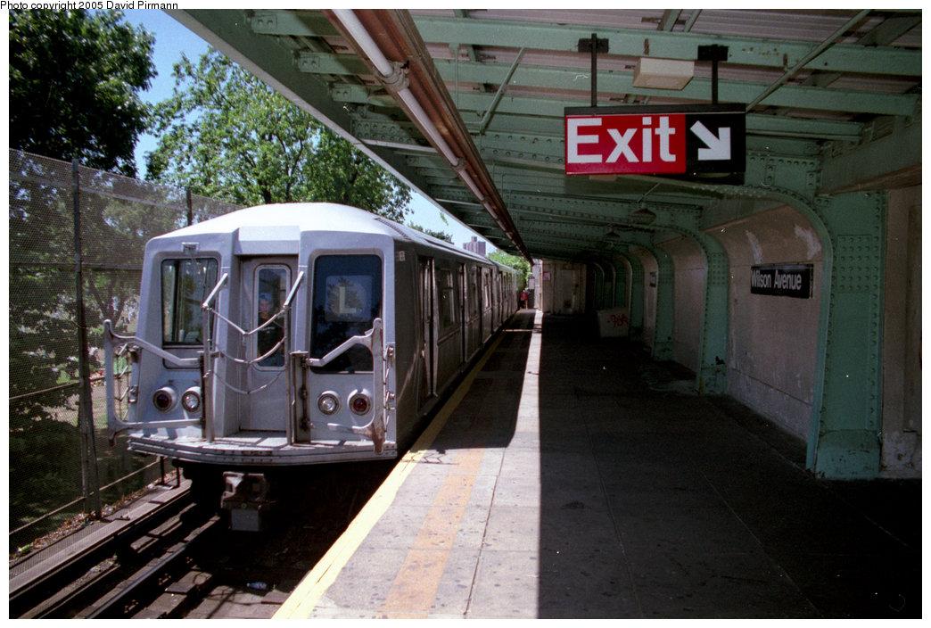 (216k, 1044x704)<br><b>Country:</b> United States<br><b>City:</b> New York<br><b>System:</b> New York City Transit<br><b>Line:</b> BMT Canarsie Line<br><b>Location:</b> Wilson Avenue <br><b>Route:</b> L<br><b>Car:</b> R-40 (St. Louis, 1968)  4425 (ex-4525)<br><b>Photo by:</b> David Pirmann<br><b>Date:</b> 8/1/1998<br><b>Viewed (this week/total):</b> 9 / 14216