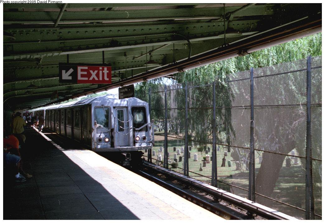 (233k, 1044x716)<br><b>Country:</b> United States<br><b>City:</b> New York<br><b>System:</b> New York City Transit<br><b>Line:</b> BMT Canarsie Line<br><b>Location:</b> Wilson Avenue <br><b>Route:</b> L<br><b>Car:</b> R-40 (St. Louis, 1968)  4432 (ex-4532)<br><b>Photo by:</b> David Pirmann<br><b>Date:</b> 8/1/1998<br><b>Viewed (this week/total):</b> 6 / 6081