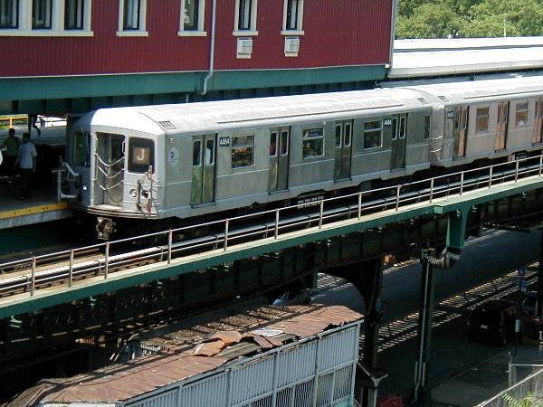 (97k, 600x450)<br><b>Country:</b> United States<br><b>City:</b> New York<br><b>System:</b> New York City Transit<br><b>Line:</b> BMT Nassau Street/Jamaica Line<br><b>Location:</b> Broadway/East New York (Broadway Junction) <br><b>Route:</b> J<br><b>Car:</b> R-40M (St. Louis, 1969)  4464 <br><b>Photo by:</b> Trevor Logan<br><b>Date:</b> 9/7/2001<br><b>Viewed (this week/total):</b> 2 / 5007