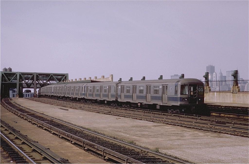 (224k, 1024x675)<br><b>Country:</b> United States<br><b>City:</b> New York<br><b>System:</b> New York City Transit<br><b>Line:</b> IND Crosstown Line<br><b>Location:</b> Smith/9th Street <br><b>Route:</b> GG<br><b>Car:</b> R-40M (St. Louis, 1969)  4533 (ex-4333)<br><b>Photo by:</b> Joe Testagrose<br><b>Date:</b> 9/13/1970<br><b>Viewed (this week/total):</b> 3 / 3509