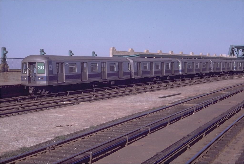 (195k, 1024x687)<br><b>Country:</b> United States<br><b>City:</b> New York<br><b>System:</b> New York City Transit<br><b>Line:</b> IND Crosstown Line<br><b>Location:</b> Smith/9th Street <br><b>Route:</b> GG<br><b>Car:</b> R-40M (St. Louis, 1969)  4533 (ex-4333)<br><b>Photo by:</b> Doug Grotjahn<br><b>Collection of:</b> Joe Testagrose<br><b>Date:</b> 9/12/1970<br><b>Viewed (this week/total):</b> 3 / 3187