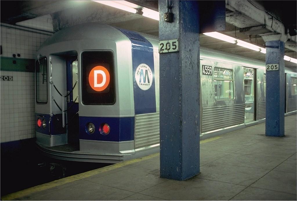 (186k, 1024x694)<br><b>Country:</b> United States<br><b>City:</b> New York<br><b>System:</b> New York City Transit<br><b>Line:</b> IND Concourse Line<br><b>Location:</b> 205th Street<br><b>Route:</b> D<br><b>Car:</b> R-42 (St. Louis, 1969-1970) 4559 <br><b>Photo by:</b> Doug Grotjahn<br><b>Collection of:</b> Joe Testagrose<br><b>Date:</b> 2/11/1978<br><b>Viewed (this week/total):</b> 3 / 11219