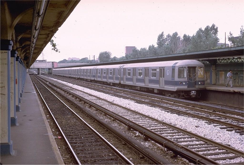 (261k, 1024x694)<br><b>Country:</b> United States<br><b>City:</b> New York<br><b>System:</b> New York City Transit<br><b>Line:</b> BMT Sea Beach Line<br><b>Location:</b> Fort Hamilton Parkway <br><b>Route:</b> N<br><b>Car:</b> R-42 (St. Louis, 1969-1970)  4560 <br><b>Photo by:</b> Steve Zabel<br><b>Collection of:</b> Joe Testagrose<br><b>Date:</b> 7/1/1972<br><b>Viewed (this week/total):</b> 7 / 3945
