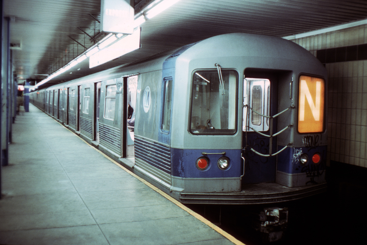 (309k, 1024x683)<br><b>Country:</b> United States<br><b>City:</b> New York<br><b>System:</b> New York City Transit<br><b>Location:</b> DeKalb Avenue<br><b>Route:</b> N<br><b>Car:</b> R-42 (St. Louis, 1969-1970)  4571 <br><b>Collection of:</b> David Pirmann<br><b>Viewed (this week/total):</b> 1 / 4174
