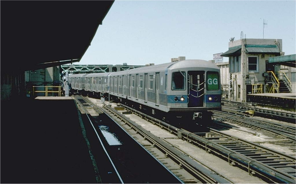 (148k, 1024x639)<br><b>Country:</b> United States<br><b>City:</b> New York<br><b>System:</b> New York City Transit<br><b>Line:</b> IND Crosstown Line<br><b>Location:</b> 4th Avenue <br><b>Route:</b> GG<br><b>Car:</b> R-42 (St. Louis, 1969-1970)  4572 <br><b>Photo by:</b> Ed McKernan<br><b>Collection of:</b> Joe Testagrose<br><b>Date:</b> 5/1/1977<br><b>Viewed (this week/total):</b> 2 / 4842