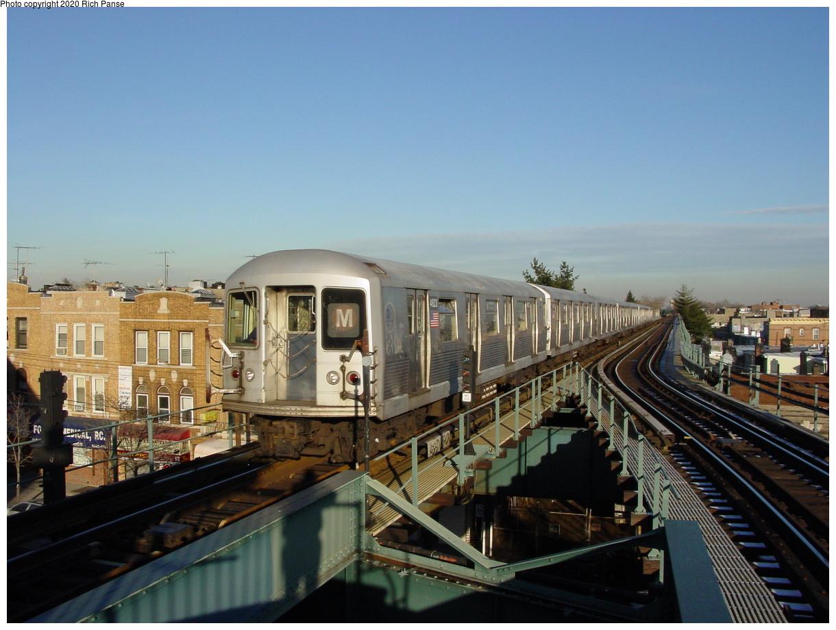 (73k, 820x620)<br><b>Country:</b> United States<br><b>City:</b> New York<br><b>System:</b> New York City Transit<br><b>Line:</b> BMT Myrtle Avenue Line<br><b>Location:</b> Forest Avenue <br><b>Route:</b> M<br><b>Car:</b> R-42 (St. Louis, 1969-1970)  4623 <br><b>Photo by:</b> Richard Panse<br><b>Date:</b> 1/8/2002<br><b>Viewed (this week/total):</b> 0 / 12579