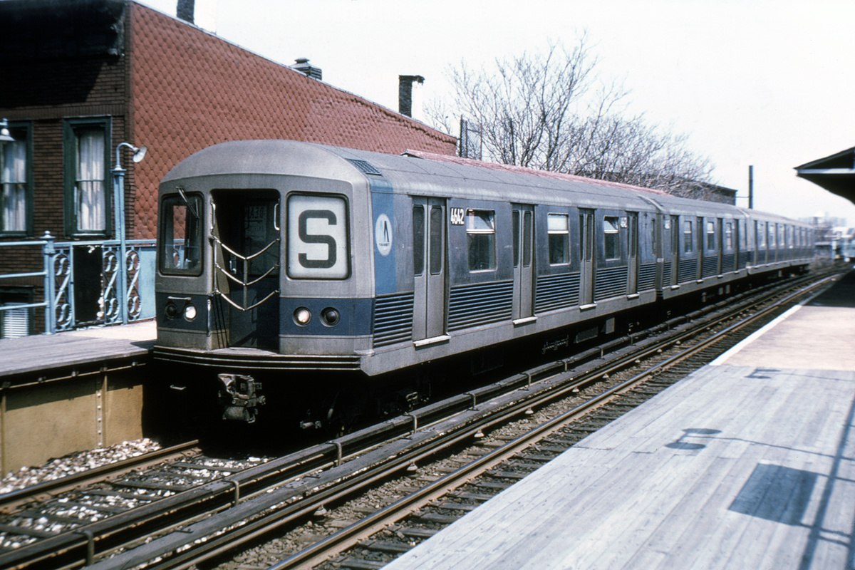 (218k, 1024x663)<br><b>Country:</b> United States<br><b>City:</b> New York<br><b>System:</b> New York City Transit<br><b>Line:</b> BMT Franklin<br><b>Location:</b> Dean Street <br><b>Route:</b> Franklin Shuttle<br><b>Car:</b> R-42 (St. Louis, 1969-1970)  4642 (ex-4262)<br><b>Photo by:</b> Joe Testagrose<br><b>Date:</b> 5/2/1970<br><b>Viewed (this week/total):</b> 2 / 8897