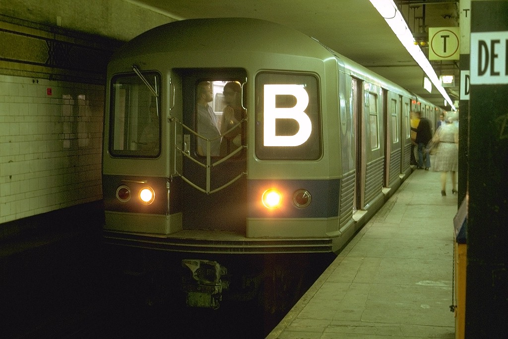 (183k, 1024x684)<br><b>Country:</b> United States<br><b>City:</b> New York<br><b>System:</b> New York City Transit<br><b>Location:</b> DeKalb Avenue<br><b>Route:</b> B<br><b>Car:</b> R-42 (St. Louis, 1969-1970)  4646 <br><b>Photo by:</b> Joe Testagrose<br><b>Date:</b> 8/10/1969<br><b>Viewed (this week/total):</b> 4 / 4069