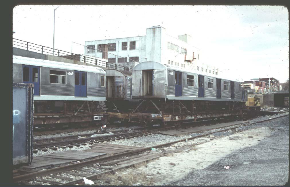 (96k, 1011x654)<br><b>Country:</b> United States<br><b>City:</b> New York<br><b>System:</b> New York City Transit<br><b>Line:</b> South Brooklyn Railway<br><b>Location:</b> 39th St Yard (bet. 4th & 3rd Aves) (SBK)<br><b>Car:</b> R-42 (St. Louis, 1969-1970)  4668 <br><b>Photo by:</b> Harold<br><b>Notes:</b> Pre-overhaul- with blue doors!<br><b>Viewed (this week/total):</b> 2 / 3980