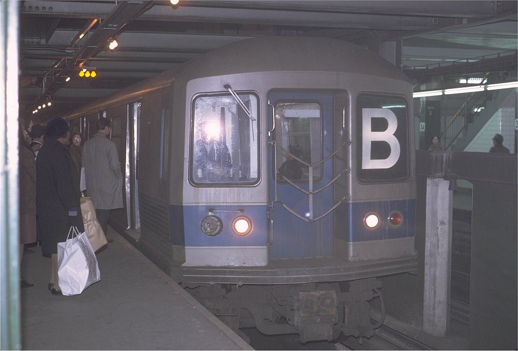 (165k, 1024x695)<br><b>Country:</b> United States<br><b>City:</b> New York<br><b>System:</b> New York City Transit<br><b>Line:</b> IND 6th Avenue Line<br><b>Location:</b> 34th Street/Herald Square <br><b>Route:</b> B<br><b>Car:</b> R-42 (St. Louis, 1969-1970)  4679 <br><b>Photo by:</b> Joe Testagrose<br><b>Date:</b> 12/1/1970<br><b>Viewed (this week/total):</b> 6 / 4482