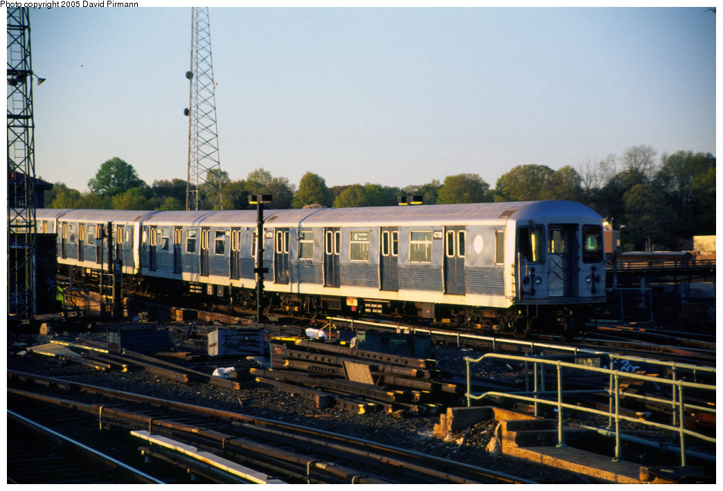 (211k, 1044x710)<br><b>Country:</b> United States<br><b>City:</b> New York<br><b>System:</b> New York City Transit<br><b>Line:</b> BMT Canarsie Line<br><b>Location:</b> Atlantic Avenue <br><b>Route:</b> L<br><b>Car:</b> R-42 (St. Louis, 1969-1970)  4779 <br><b>Photo by:</b> David Pirmann<br><b>Date:</b> 4/30/1999<br><b>Viewed (this week/total):</b> 3 / 3901