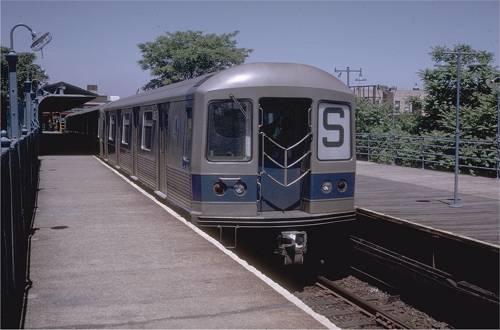 (234k, 1024x677)<br><b>Country:</b> United States<br><b>City:</b> New York<br><b>System:</b> New York City Transit<br><b>Line:</b> BMT Franklin<br><b>Location:</b> Franklin Avenue <br><b>Route:</b> Franklin Shuttle<br><b>Car:</b> R-42 (St. Louis, 1969-1970)  4863 <br><b>Photo by:</b> Doug Grotjahn<br><b>Collection of:</b> Joe Testagrose<br><b>Date:</b> 5/31/1970<br><b>Viewed (this week/total):</b> 0 / 3773