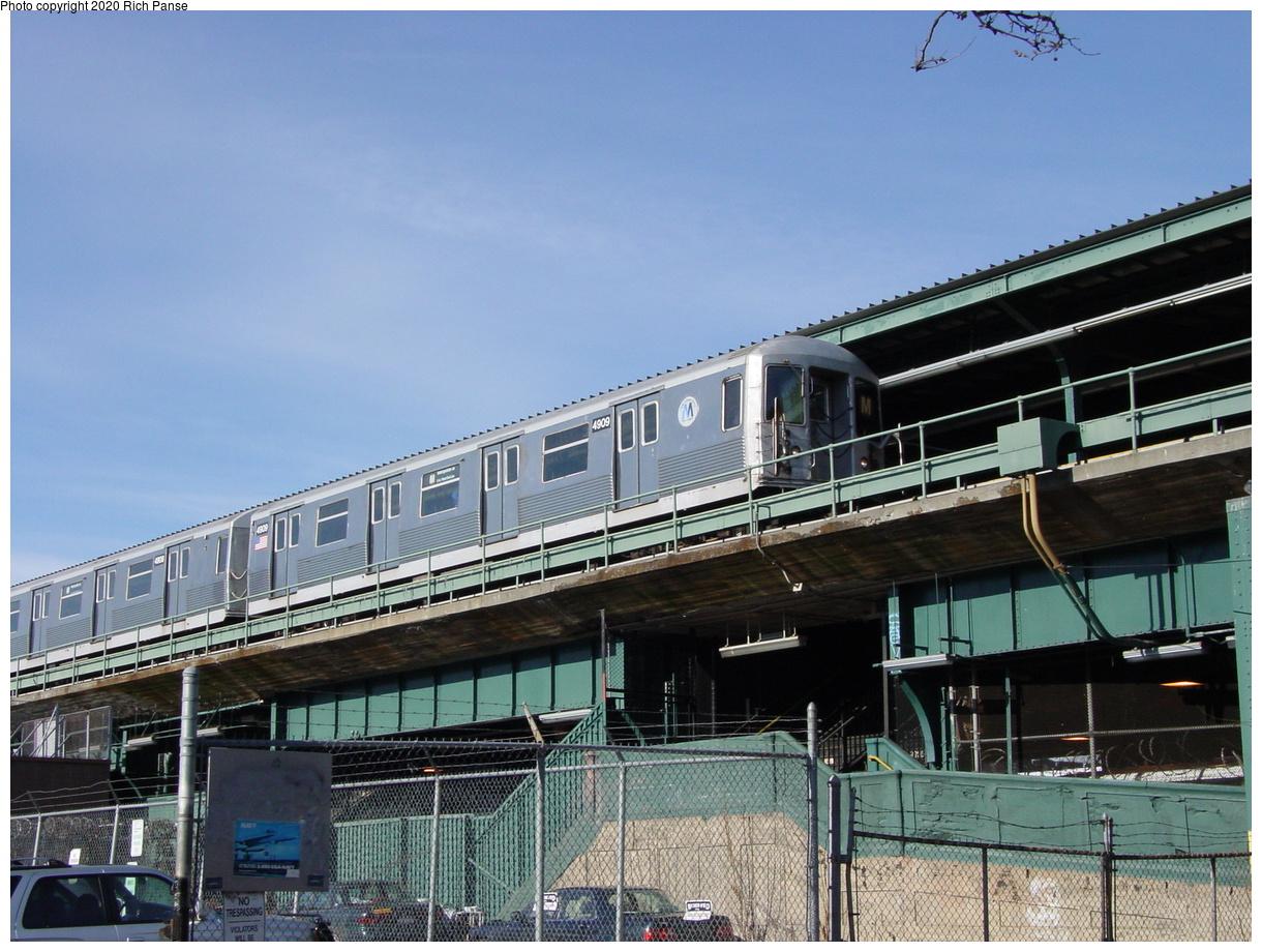(84k, 820x620)<br><b>Country:</b> United States<br><b>City:</b> New York<br><b>System:</b> New York City Transit<br><b>Line:</b> BMT Myrtle Avenue Line<br><b>Location:</b> Fresh Pond Road <br><b>Route:</b> M<br><b>Car:</b> R-42 (St. Louis, 1969-1970)  4909 <br><b>Photo by:</b> Richard Panse<br><b>Date:</b> 1/8/2002<br><b>Viewed (this week/total):</b> 1 / 5401