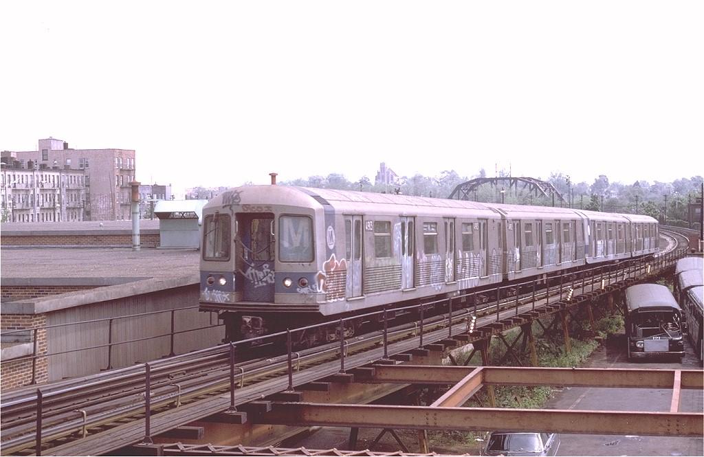 (166k, 1024x665)<br><b>Country:</b> United States<br><b>City:</b> New York<br><b>System:</b> New York City Transit<br><b>Line:</b> BMT Myrtle Avenue Line<br><b>Location:</b> Fresh Pond Road <br><b>Route:</b> M<br><b>Car:</b> R-42 (St. Louis, 1969-1970)  4913 <br><b>Photo by:</b> Joe Testagrose<br><b>Date:</b> 5/18/1975<br><b>Viewed (this week/total):</b> 1 / 4935