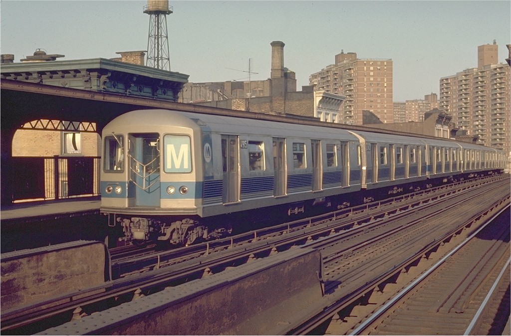 (206k, 1024x674)<br><b>Country:</b> United States<br><b>City:</b> New York<br><b>System:</b> New York City Transit<br><b>Line:</b> BMT Nassau Street/Jamaica Line<br><b>Location:</b> Hewes Street <br><b>Route:</b> M<br><b>Car:</b> R-42 (St. Louis, 1969-1970)  4915 <br><b>Photo by:</b> Joe Testagrose<br><b>Date:</b> 6/2/1970<br><b>Viewed (this week/total):</b> 3 / 3073